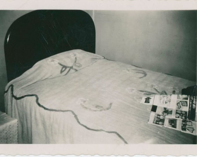 Vintage Snapshot Photo: Bed & Gift Catalog, c1930s [91765]