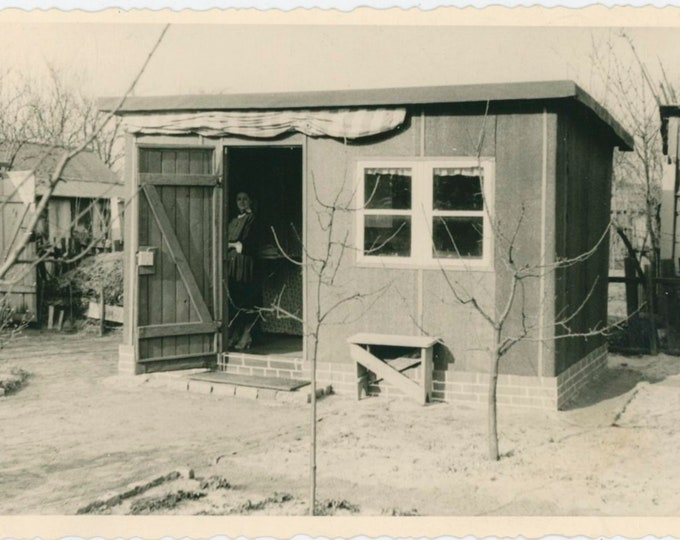 Vintage Snapshot Photo: The Shed [91768]