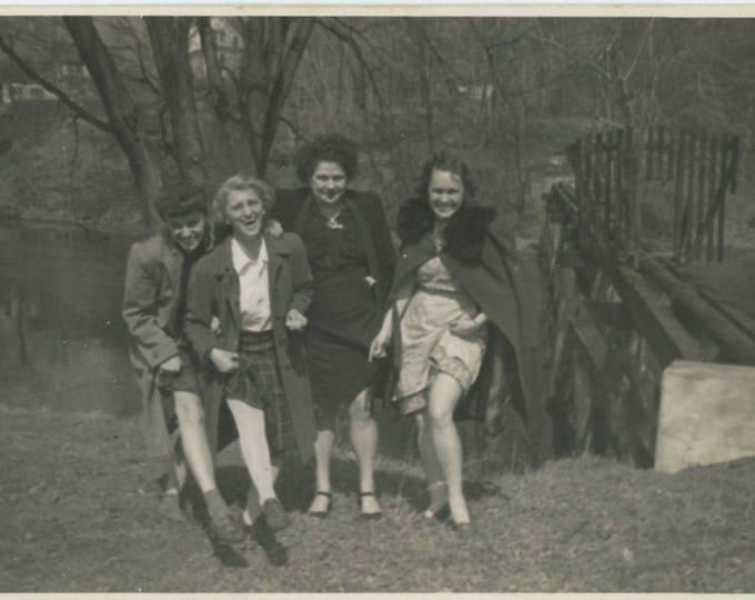 Vintage Snapshot Photo: Legs, 1940s [82652]