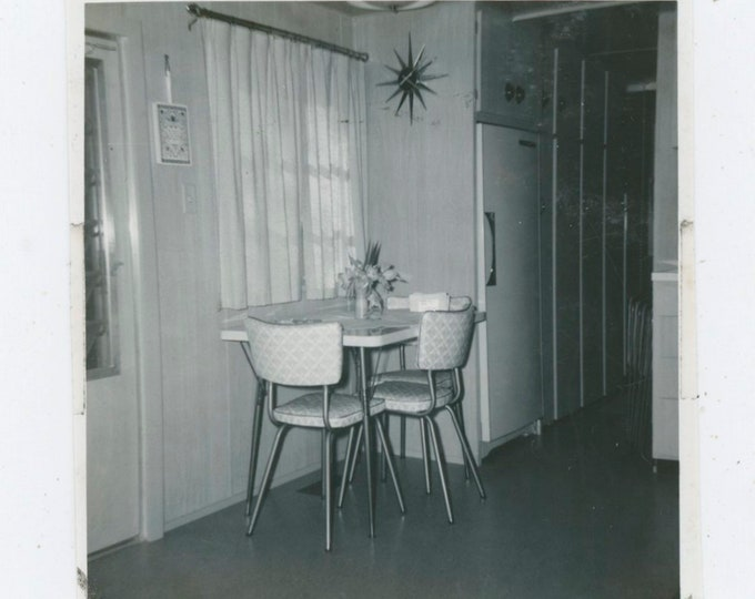 Vintage Snapshot Photo: Kitchen Dinette, 1950s [91763]