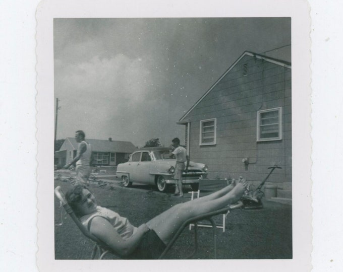 Vintage Snapshot Photo: Back Yard, 1950s  [91764]