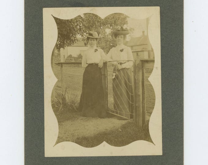 Antique Photo: Ladies at Garden Gate, Aug. 8, 1902 (81635 O/S]