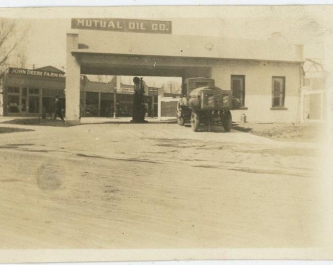 Vintage Snapshot Photo: Mutual Filling Station, Longmont, CO, 1923 [89720]