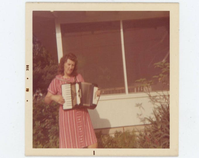"Vintage Snapshot Photo: ""Ruth with her accordion that she can't play"" 1973 [82649]"