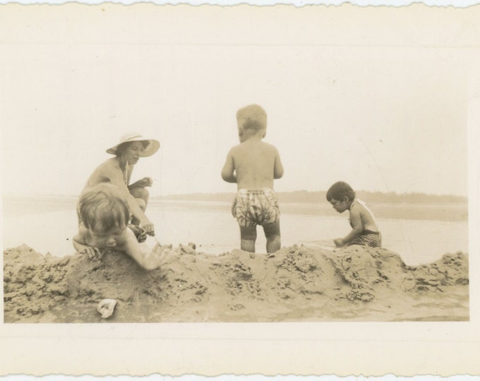 Vintage Snapshot Photo: Goose Rocks Beach, Maine 1944 [811748]
