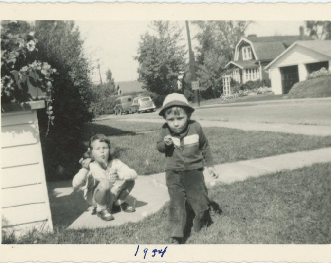Vintage Snapshot Photo: Blowing Bubbles, 1954 [89723]