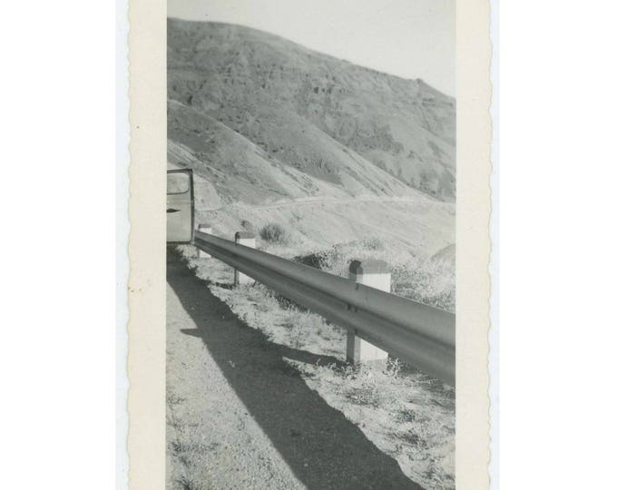 "Vintage Snapshot Photo: ""Hills of lava along Yakima River"" c1940s (75574)"