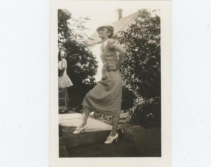 Vintage Snapshot Photo: Glamorous Poses, 1930s [86694]