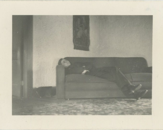 Vintage Snapshot Photo: Couch (88717)