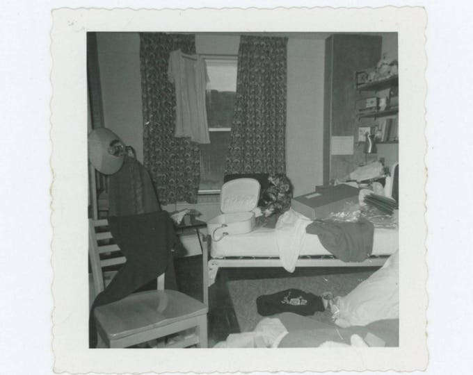 Vintage Photo Snapshot: Untidy Room, 1950s-60s (76586)