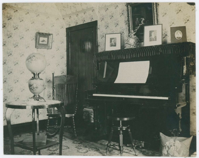 Vintage Snapshot Photo: Parlor, Early 1900s [91764]