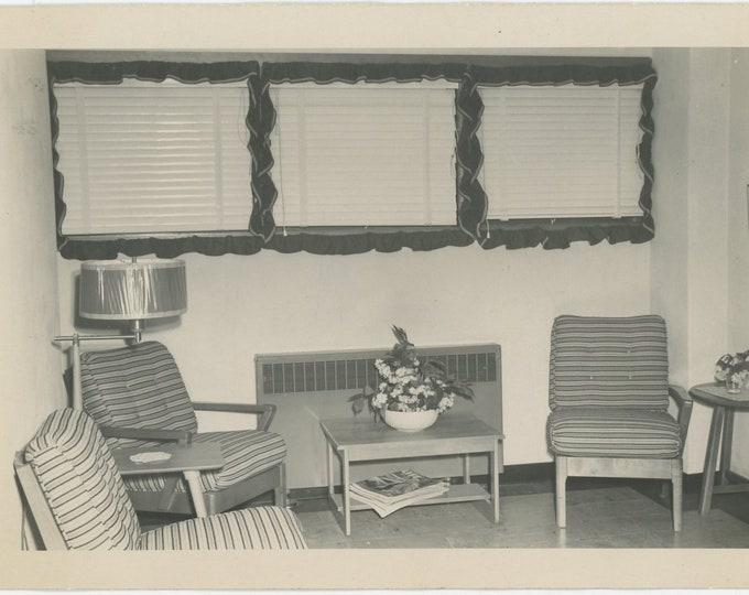 Vintage Snapshot Photo: Waiting Room (88710)