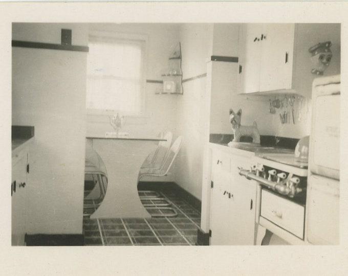 Vintage Snapshot Photo: Kitchen Interior, c1930s (87702)