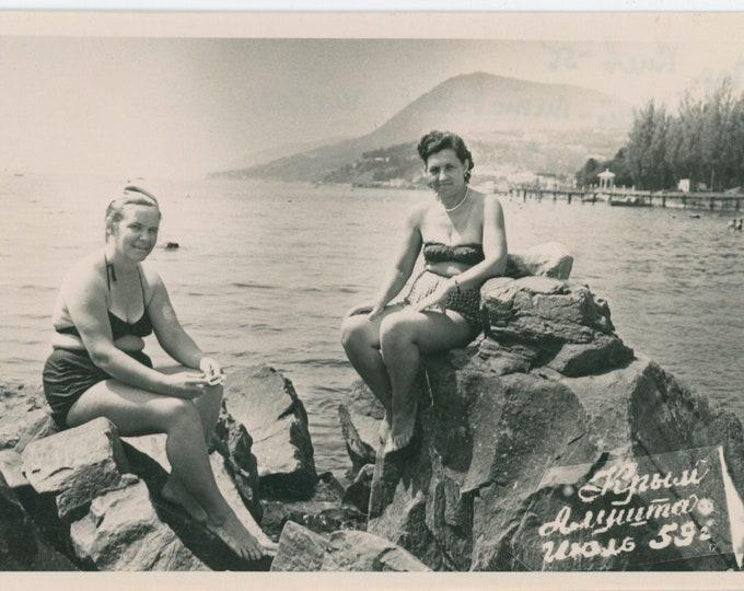 Vintage Snapshot Photo: Beach Beauties, Alushta, Crimea, USSR, 1959 [812754]