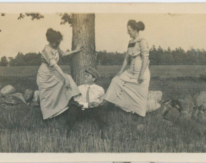 Vintage Snapshot Photo: He Ties Their Shoes, 1910s [812761]