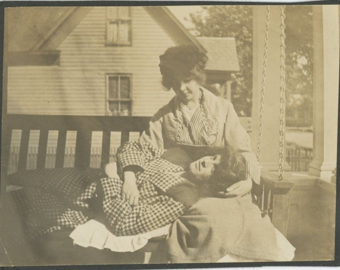 Vintage Snapshot Photo: Two Young Women in Tender Moment on Porch Swing, c1910s [89727]