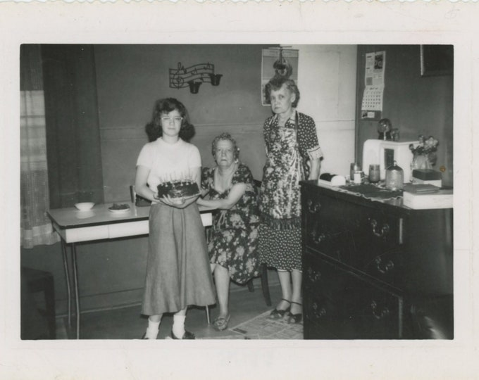 Vintage Snapshot Photo: Birthday Cake, c1950s [89727]