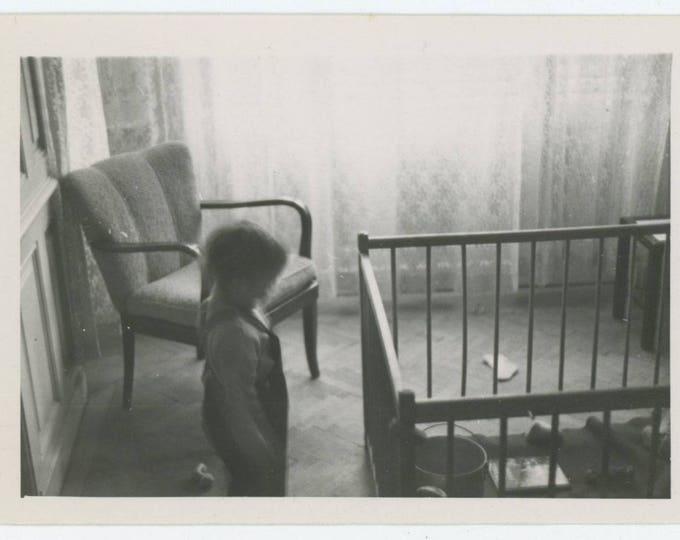 Playpen: Vintage Snapshot Photo, c1940s  (710611)