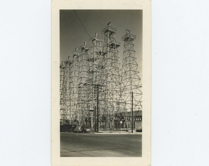 Oil Wells on Corner Lot: Vintage Snapshot Photo, c1930s-40s [71540]