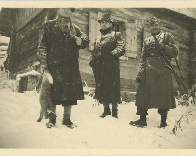 Vintage Snapshot Photo: Rabbit Hunters, 1940s (88710)