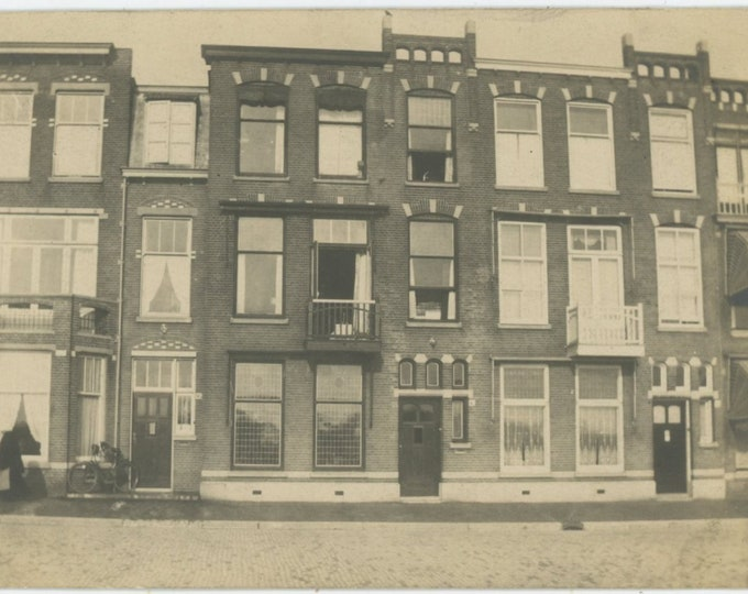 Vintage Snapshot Photo: 42, Kranenburgweg, The Hague, Holland, 1923  [89720]