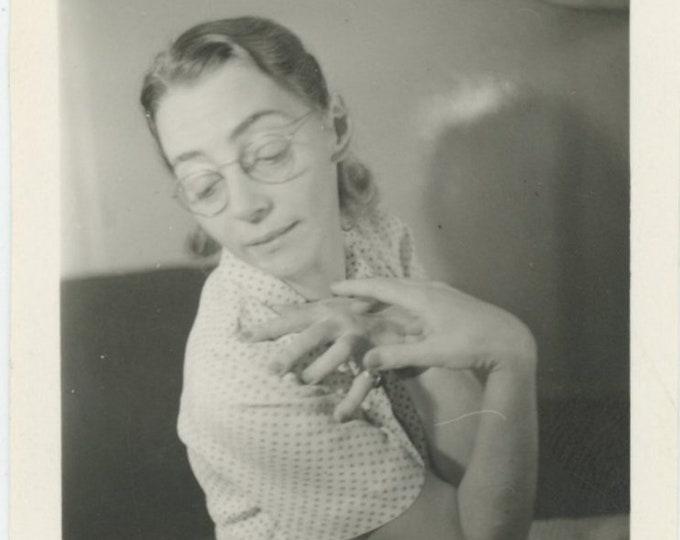 Vintage Snapshot Photo : Hand [89726]