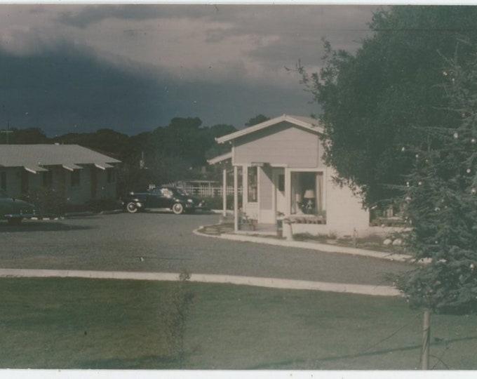 Vintage 1952 Kodachrome Print Snapshot Photo: Cul de Sac (88712)