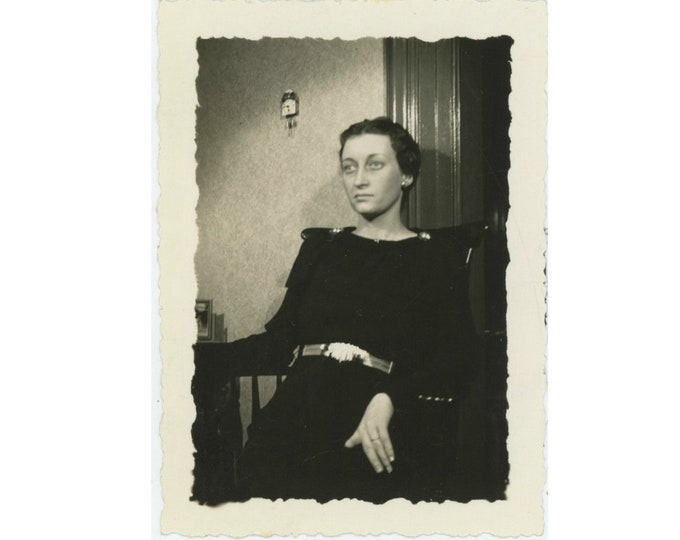 Vintage Snapshot Photo: Enigmatic Woman, c1940s [93792]