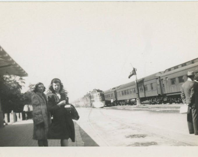 Vintage Snapshot Photo: At the Station, Bakersfield, c1940s [82652]