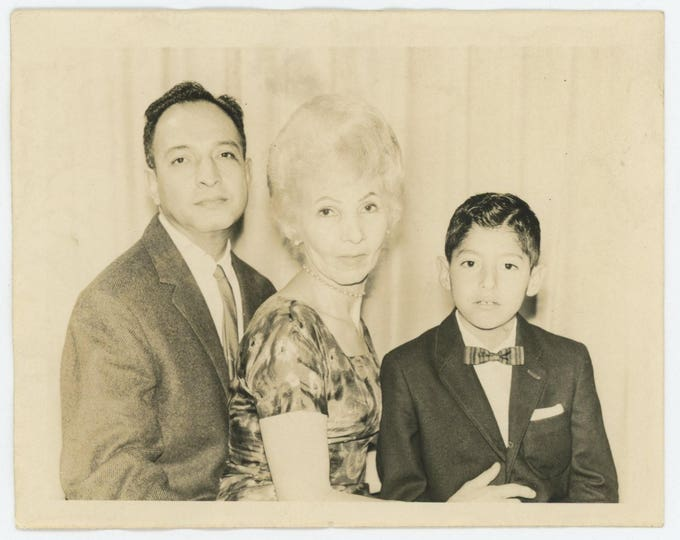 Vintage Snapshot Photo: Family Portrait (710613)