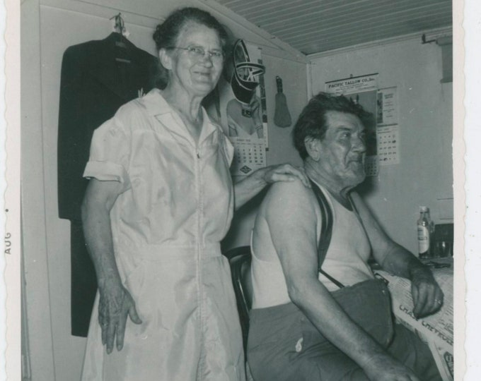 Vintage Snapshot Photo: Ma & Pa. American Gothic. c1950s. [812754]