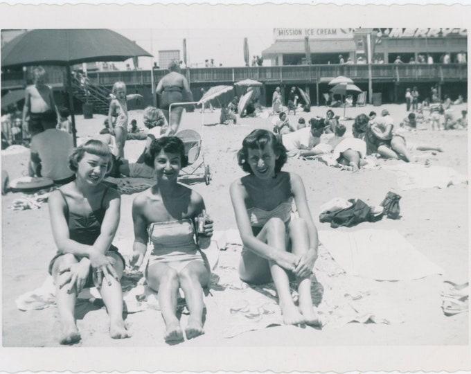 Vintage Snapshot Photo: Girlfriends at the Beach, 1950s [91768]