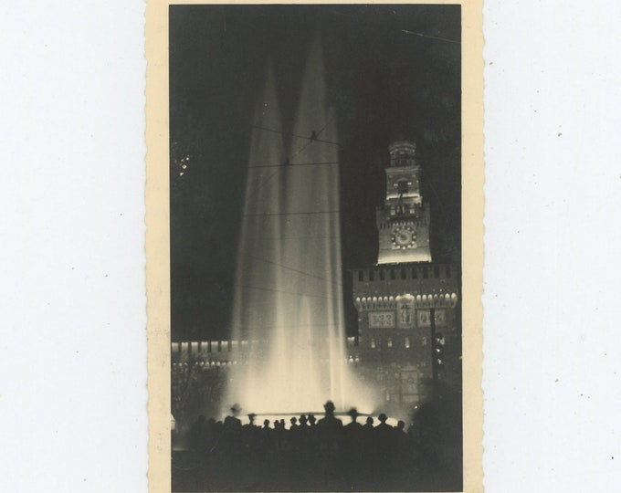 Vintage Snapshot Photo: Fountain at Night, Silhouetted Figures (88711)