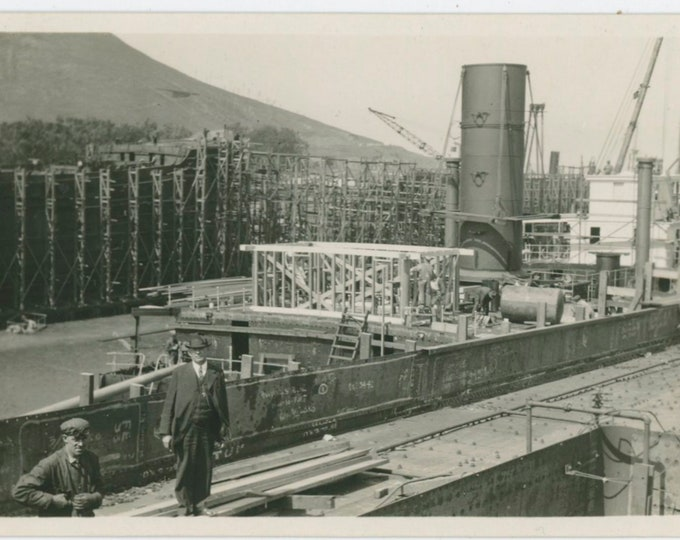 Shipbuilders, c1920s Vintage Snapshot Photo [91767]