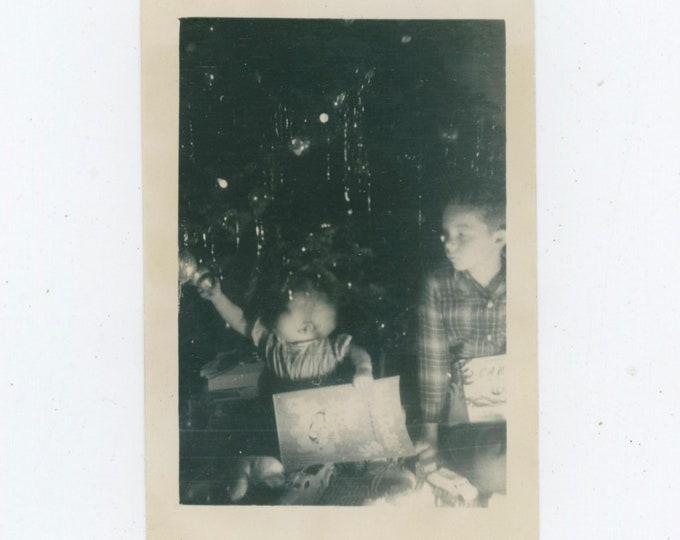 Vintage Snapshot Photo: Marilyn & Larry, Christmas 1946 [91768]