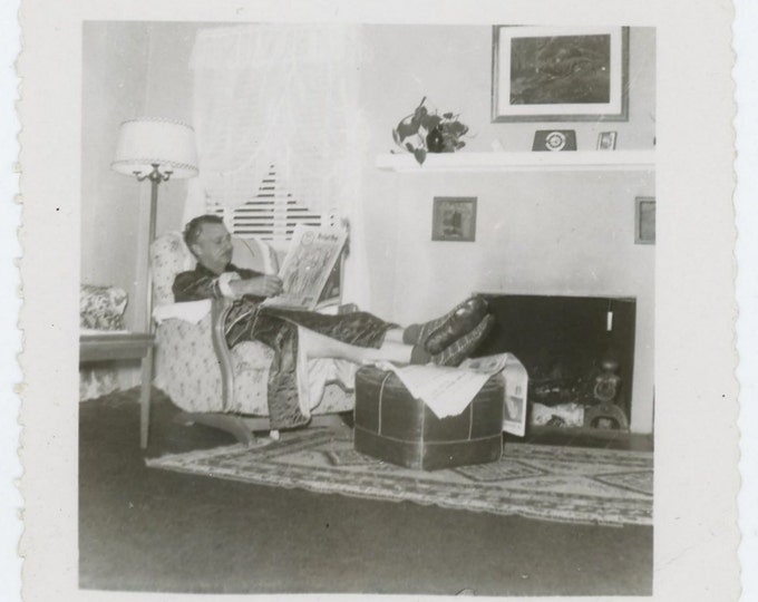 "Vintage Snapshot Photo: ""Sunday Morning at Home"" 1940s-50s (71538)"