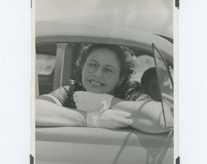 Vintage Photo Snapshot: Girl in Car Window, c1950s (76586)