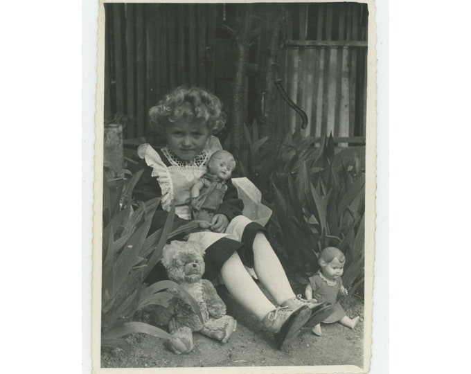 Vintage Snapshot Photo: Little Girl with Teddy Bear & Dolls, Serbia, 1940s. [811740]
