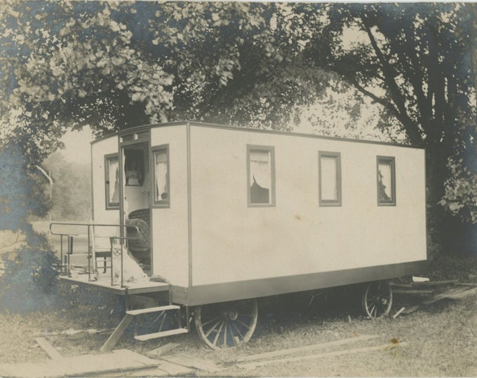 Vintage Snapshot Photo: Railroad Car Converted to Caravan, c1910s-20s Tiny House (88718)