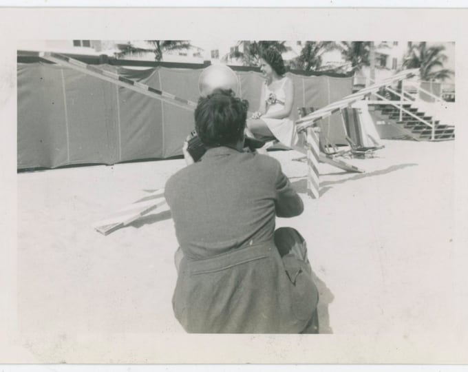Beach Photographer & Swimsuit Model: Vintage Snapshot Photo, 1940s [812759]