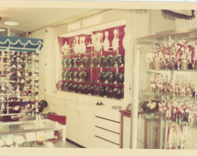 Vintage Snapshot Photo: Ten Pin Bowling Pro Shop [89723]