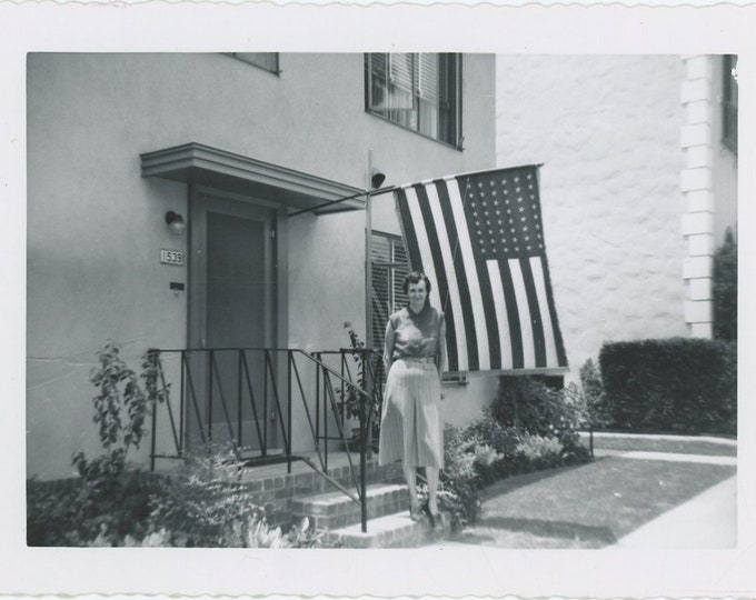 Vintage Snapshot Photo: Flying the Flag, c1950s (88712)