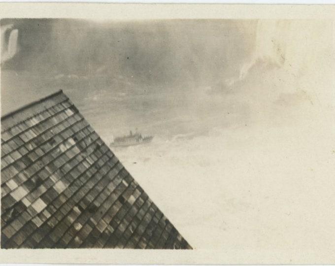 Maid of the Mist, Niagara Falls, c1940s: Vintage Snapshot Photo (87699)