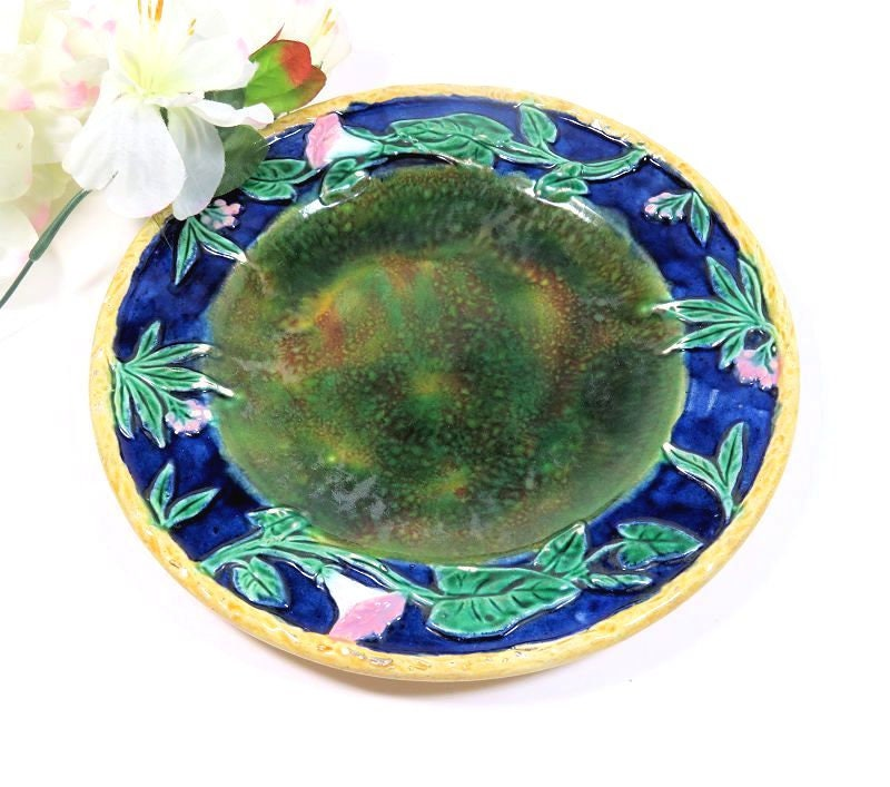 19th,C,Antique,Majolica,Plate,Mottled,Center,Morning,Glories,C.,1880s,antique majolica plate, morning glory platemottled majolica plate