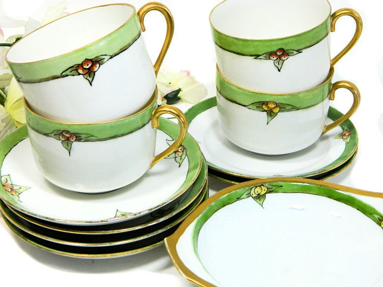 Four,Antique,Hand,Painted,Holly,Cups,and,Saucers,plus,Extras,Christmas,Winter,Housewares,hand_painted_cups,hand_painted_china,holly_painted_cups,holly_painted_china,christmas_teacups,christmas_china,winter_teacups,winter_china,hand_painted_holly,painted_holly_teacup,antique_holly_cups,antique_holly_china