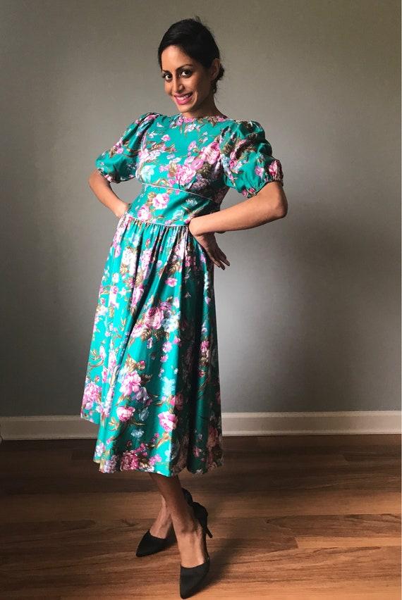 Vintage 80s Does 50s Floral Fit & Flare Dress - image 2