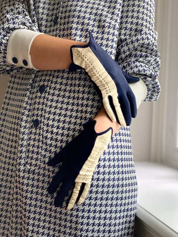 Vintage 50s Navy + White Leather Driving Gloves - image 3
