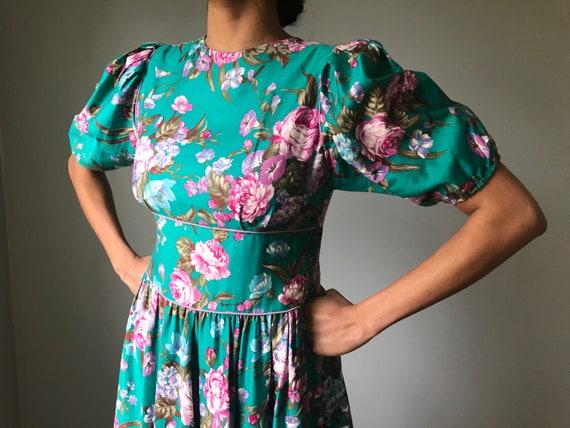 Vintage 80s Does 50s Floral Fit & Flare Dress - image 4