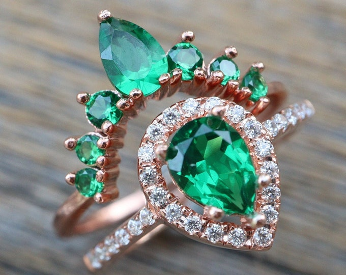 Teardrop Emerald Bridal Ring Set- Pear Green Stone Wedding 2 Ring Set- Green Halo Bridal Ring w/ Curved Wedding Band- Dark Green Rings