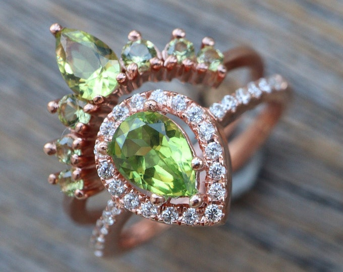 Teardrop Peridot Bridal Ring Set- Pear Green Stone Wedding 2 Ring Set- Green Halo Bridal Ring w/ Wedding Band- August Birthstone Ring